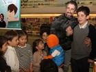 Marcos Mion lança livro sobre autismo em São Paulo