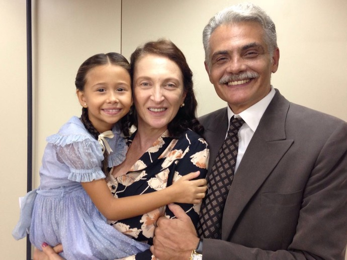 Débora Olivieri, ao lado de Nathália Costa e Tarcísio Filho, em intervalo das gravações (Foto: Arquivo pessoal)