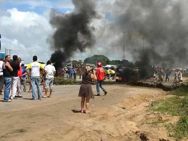 MST interdita BR-101 na Paraíba e forma grande congestionamento (Foto: Divulgação/Daniel Serrano)