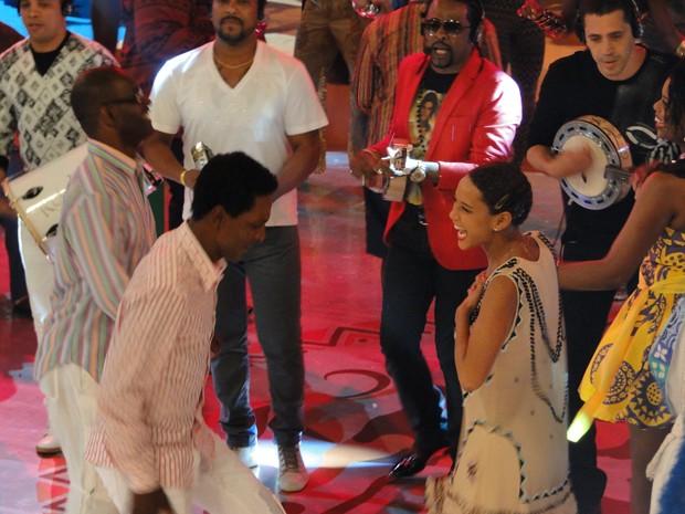 E tem samba com a Taís Araújo (Foto: Esquenta!/TV Globo)