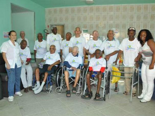 Alguns dos idosos do Lar Samaritano em São Gonçalo (Foto: Divulgação / Lar Samaritano)