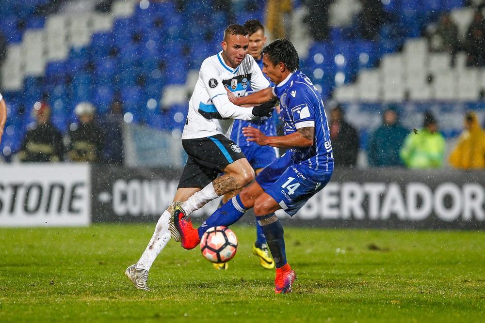 Ramiro marca gol relâmpago e Grêmio abre vantagem na Libertadores