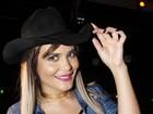 Geisy Arruda usa lingerie aparente em festa de rodeio