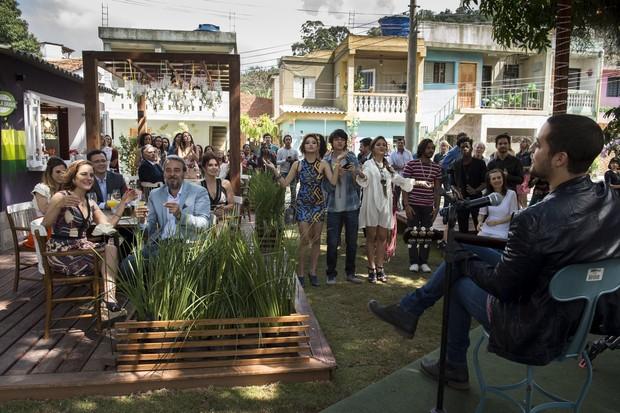 Levi Lima, da banda Jammil, em cena da novela I Love Paraisópolis (Foto: Globo/Estevam Avellar)