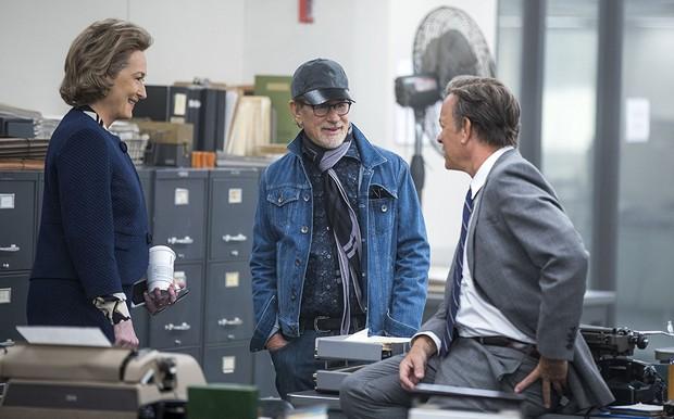 Meryl Streep, Steven Spielberg e Tom Hanks em filmagem de 'The Post' (Foto: Divulgação / 21th Century Fox)