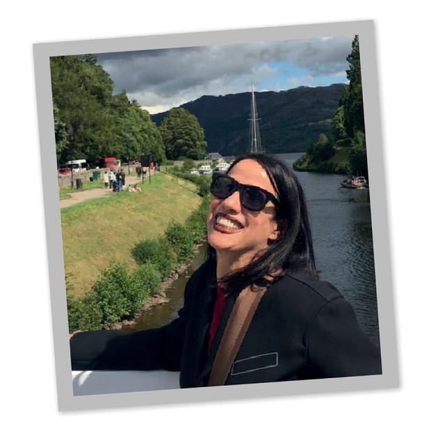 Gloria Coelho e o lago Ness (Foto: Arquivo Pessoal)