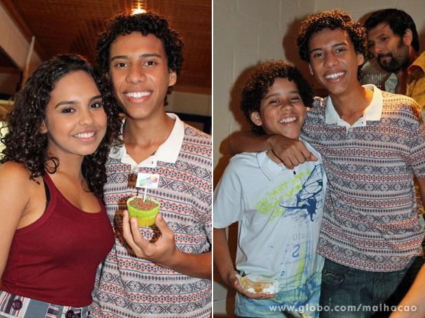 Ator posa com Ana Beatriz Cisneiros e o irmão Cauê Campos (Foto: TV Globo / Malhação)