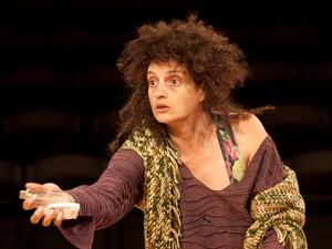 Denise Fraga interpreta uma moradora de rua (Foto: Divulgação)