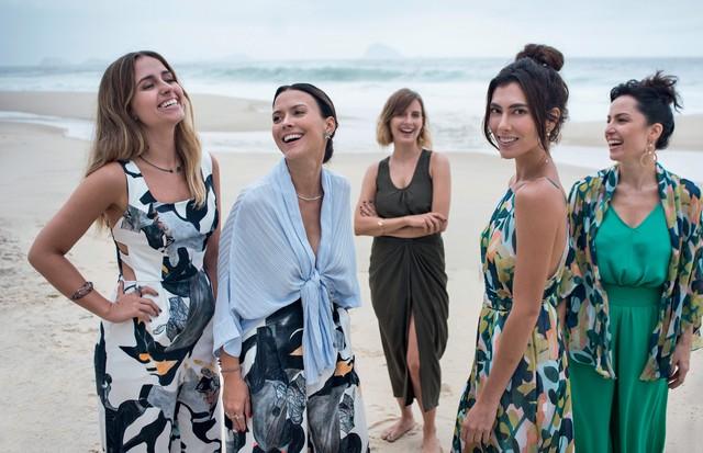 A partir da esquerda, Luisa Schröder, Natasha Novis, Ana Wambier, Talitha Rossi e Daniela Sabbag, todas vestindo o inverno 2017 da Wasabi. (Foto: Juliana Rocha)