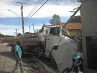 Caminhão desgovernado invade casas e provoca medo em Arraias