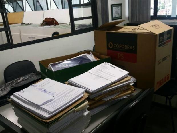 Documentos foram apreendidos na manhã desta sexta-feira (14) (Foto: Reprodução EPTV)