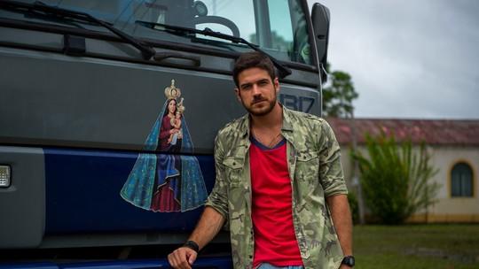 Marco Pigossi fala sobre experiência na boleia de um caminhão: 'Vida dura e solitária'