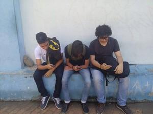 Jovens jogando Pokémon Go (Foto: Matheus Garrocho/Arquivo Pessoal)