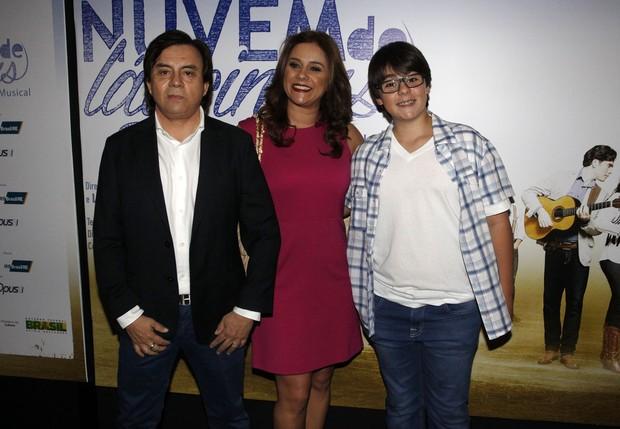 Chitãozinho, Márcia e Filho (Foto: Celso Tavares / Ego)
