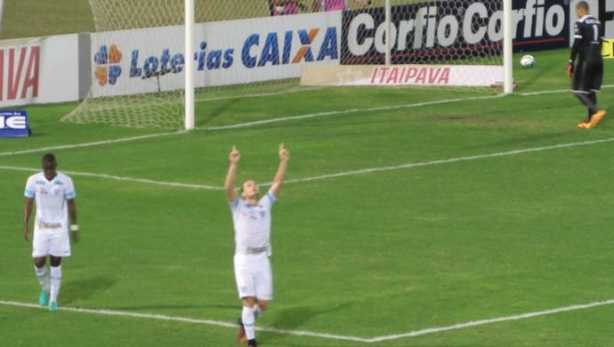 CRB x Avaí; Lucas Coelho comemoração (Foto: Denison Roma / GloboEsporte.com)