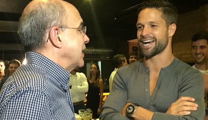 Diego conversa com o presidente Bandeira de Mello (Foto: Isabella Pina)