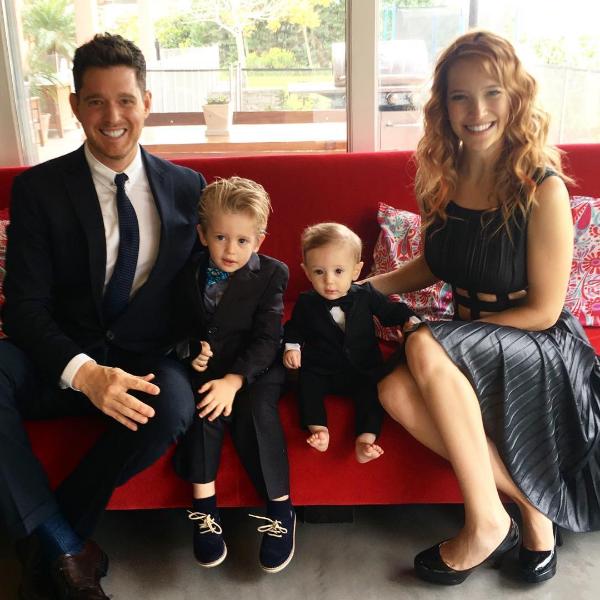 O cantor Michael Bublé com a esposa e os filhos (Foto: Instagram)