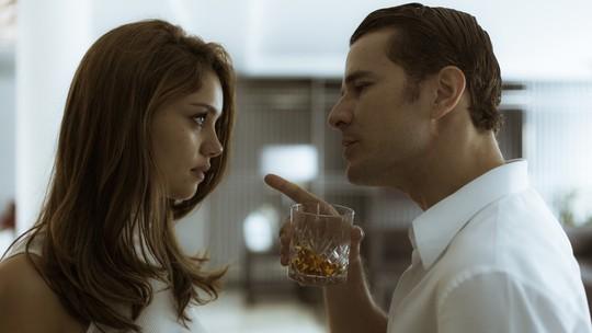 Alice e Vitor discutem sobre volta ao Brasil
