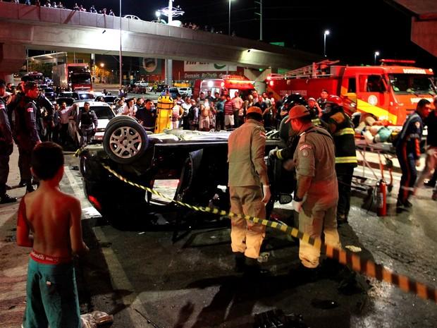 Testemunhas afirmam que veículo estava em alta velocidade (Foto: Rickardo Marques/G1 AM)