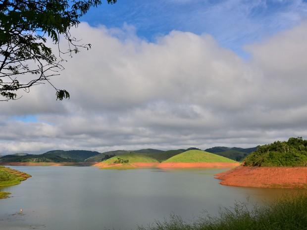 ista da represa reserva Jaguari/Jacareí, na cidade de Jacareí, no interior de São Paulo, que faz parte do Sistema Cantareiram, em foto tirada nesta terça-feira (22) (Foto: Nilton Cardin/Estadão Conteúdo)