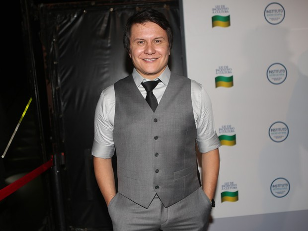 Giovanni em bastidores de gravação de DVD em São Paulo (Foto: Iwi Onodera/ EGO)