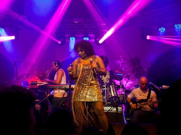 Margareth Menezes faz show gratuito no bairro de Periperi (Foto: Raoni Libório/Divulgação)