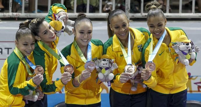 Equipe brasileira de Ginástica Artística medalha de bronze (Foto: Washington Alves/Exemplus/COB)