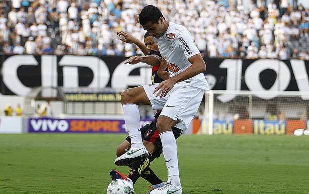 Alan Kardec sofreu com a marcação do Sport neste domingo (Foto: Divulgação/Santos FC)