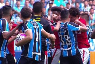 Briga Edílson Rodrigo Dourado Gre-Nal (Foto: Reprodução/RBS TV)