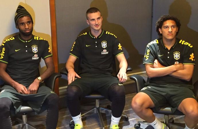 Maicon, Rodrigo Ely e Felipe Gedoz seleção Brasil sub21 (Foto: Felipe Schimidt)
