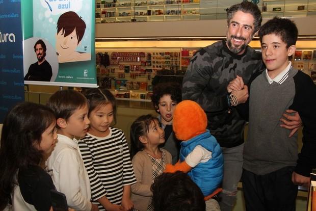 Marcos Mion lança livro A Escova de Dentes Azul (Foto: Renan Katayama / AgNews)