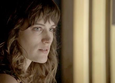 Clara pede ajuda de Renato em seu plano por justiça