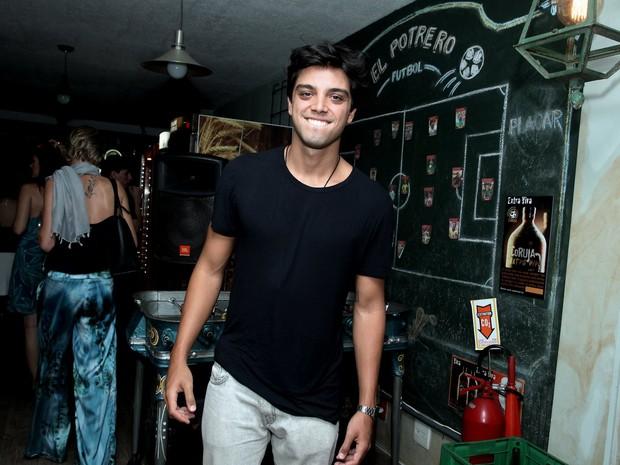 Rodrigo Simas em festa na Zona Oeste do Rio (Foto: Marcello Sá Barretto/ Ag. News)