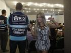 Musa da Beija-flor confere curso para ambulantes do Carnaval do Rio