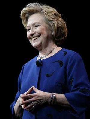 Hillary Clinton fala em conferência de marketing em São Francisco nesta terça-feira (8) (Foto: Ben Margot/AP)