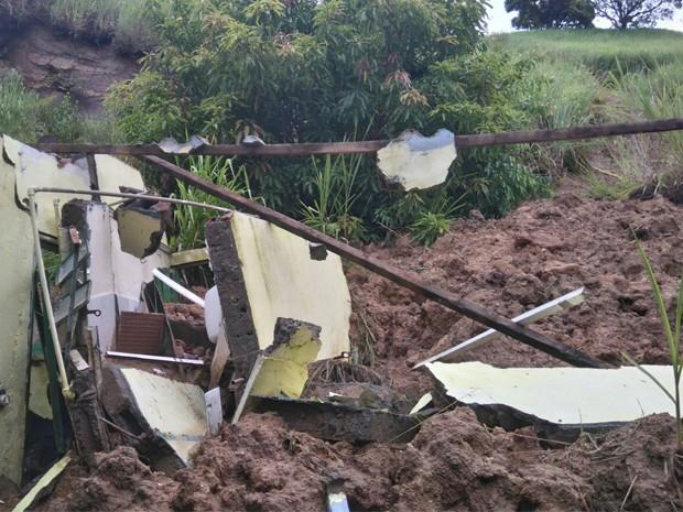 Defesa Civil registrou deslizamento de terra em São Sebastião (Foto: Divulgação/ Prefeitura de São Sebastião)