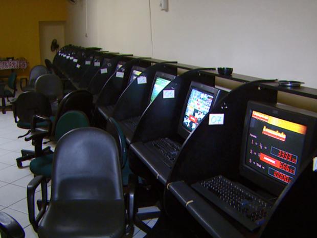 Polícia encontra 40 máquinas em bingo clandestino de Campinas (Foto: Reprodução/ EPTV)