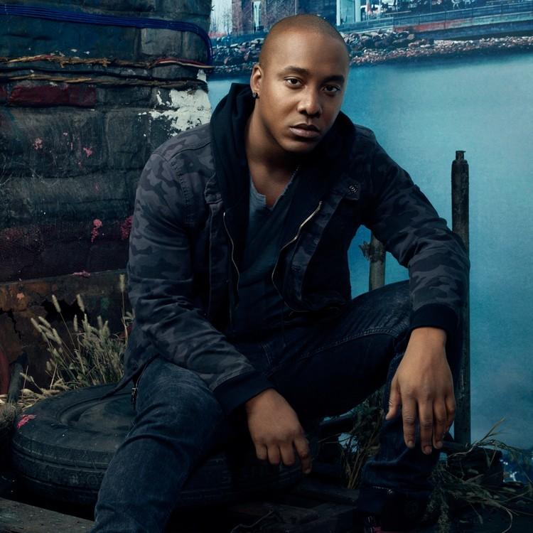 Michael Loman (Dayo Okeniyi) (Foto: Canal Universal)