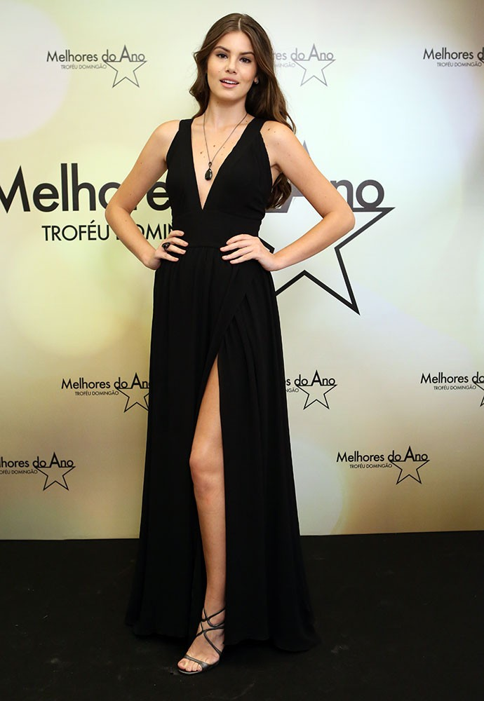 Camila usa fenda no limite para premiação (Foto: Carol Caminha/Gshow)