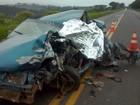 Motorista morre em batida entre carro e caminhão no sudoeste do Paraná