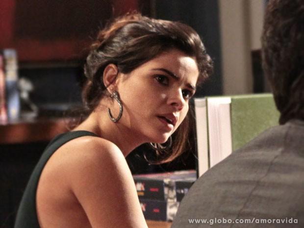 Aline fica furiosa com insinuações de Rafael (Foto: Amor à Vida/TV Globo)