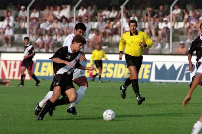 Juninho pernambucano Vasco e Alexandre Gallo Santos 26/08/1995 (Foto: Djalma Vassão / Agência Estado)