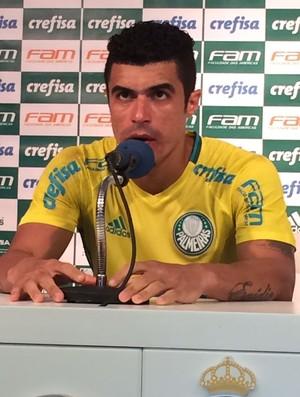 Egídio falou com a imprensa após o treino (Foto: Felipe Zito)