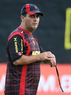 Gustavo Bueno, auxiliar-técnico do Sport (Foto: Aldo Carneiro)