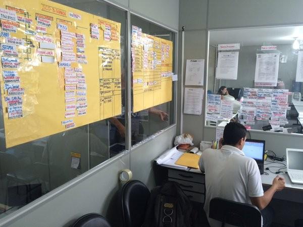 Posto de comando montado em Baixo Guandu para planejar ações que garantam o fornecimento de água na cidade (Foto: Alexandre Nascimento/G1)