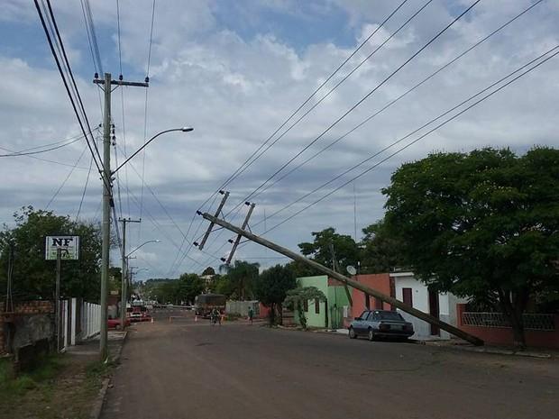 Temporal, poste, Itaqui, rs, chuva (Foto: Divulgação/Leonardo Serpa e Rafael Kulmann)