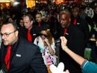 Sucesso na Coréia, cantora Ailee causa alvoroço em aeroporto de SP