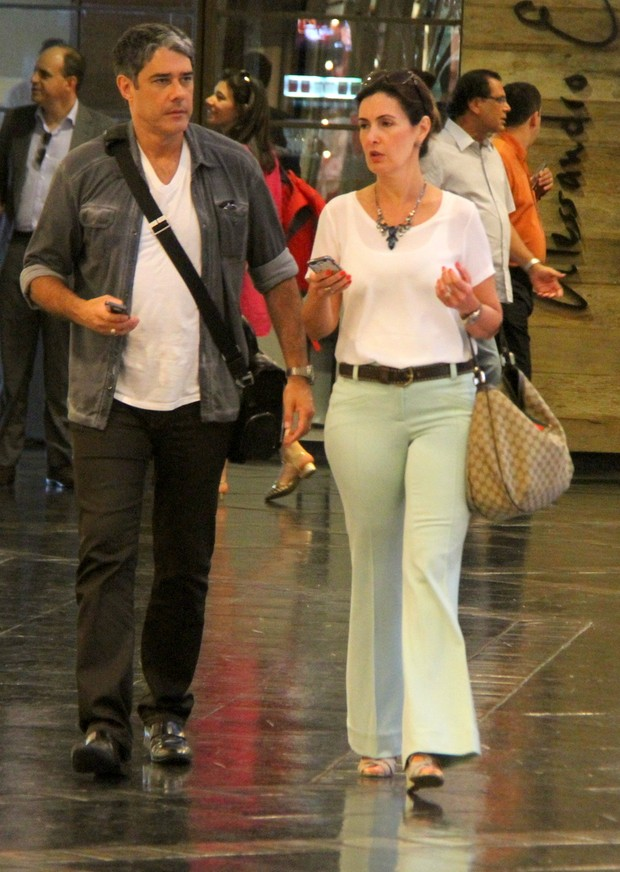 William Bonner e Fátima Bernardes em shopping do Rio (Foto: Daniel Delmiro / AgNews)