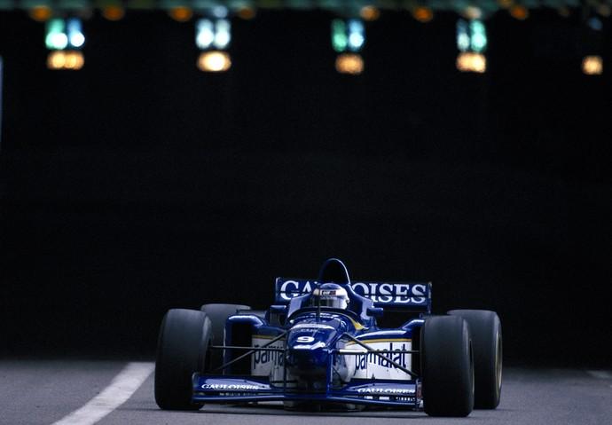No GP de Mônaco de 1996, apenas o francês Olivier Panis e outros três pilotos cruzaram a linha de chegada (Foto: Getty Images)