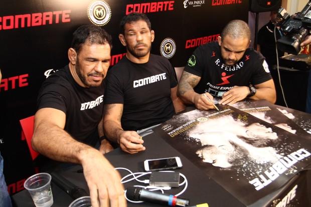 Minotouro, Minotauro e Rafael Feijão em evento no Rio (Foto: Anderson Borde/AG News)